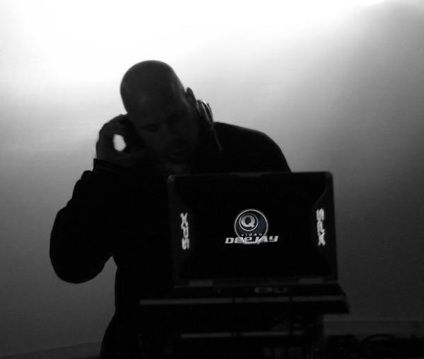 DJ – Q