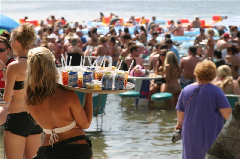 Server delivers tray full of drinks at seacrets